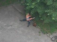 Casal dando uma rapidinha no parque