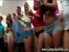 Lesbicas amadoras dançam nuas