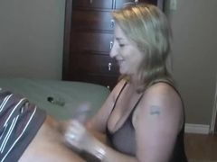 Mulher madura toma rola dura